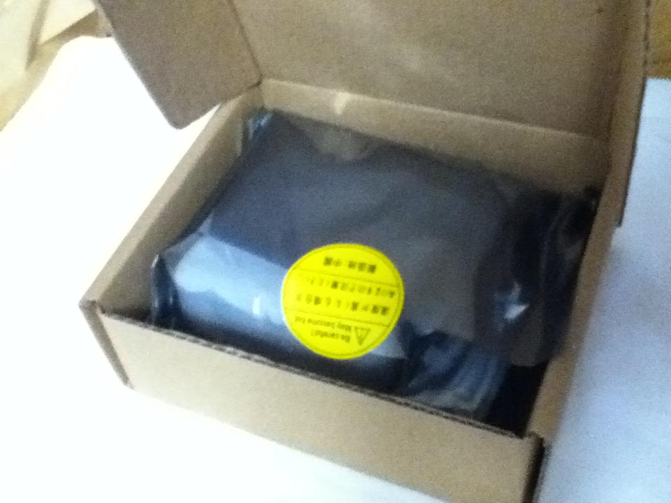 小さめの箱で送られてきました。